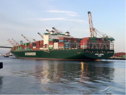 美国港口货柜堆积如山,卡车工人寥寥无几,大量卖家担心集装箱货