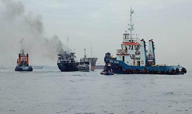 一艘满载中国货物的集装箱船起火!你的货可能没了